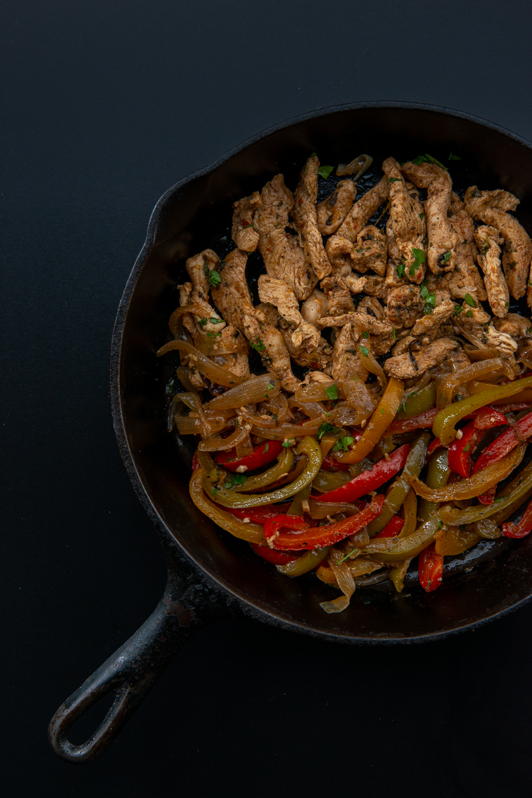 Cast iron skillet with Chicken Fajita and peppers